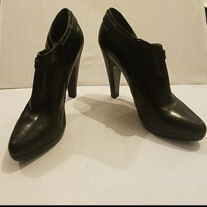 ANNE KLEIN JONICA Black Leather Ankle Bootie